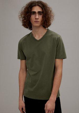 FINN - Basic T-shirt - grün