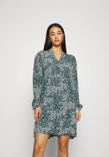 VMCAITLYNN SHORT DRESS