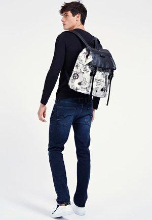 Backpack - mehrfarbig, weiß