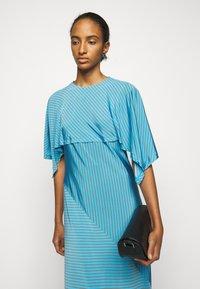 MM6 Maison Margiela - Žerzejové šaty - blue - 3