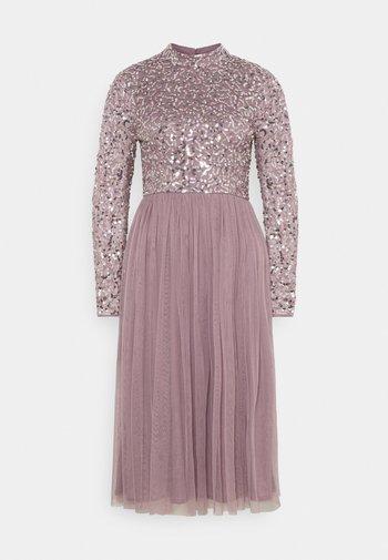 DELICATE SEQUIN MIDI DRESS - Vestito elegante - moody lilac