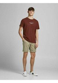 Jack & Jones - Shorts - crockery - 1