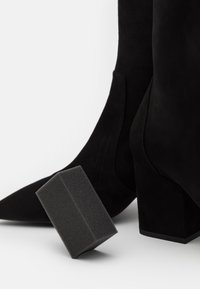 Stuart Weitzman - VERNELL - Classic ankle boots - black - 3