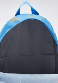 Reebok - SMALL AOP BP - Sac à dos - blue - 2
