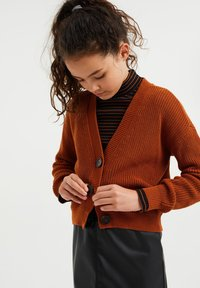 WE Fashion - Chaqueta de punto - rust brown - 0