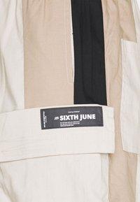 Sixth June - TRICOLOR CARGO PANTS - Cargo trousers - beige - 2
