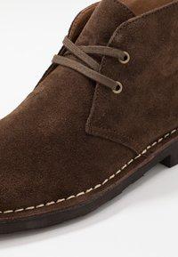Polo Ralph Lauren - TALAN CHUKKA BOOTS CASUAL - Zapatos con cordones - chocolate brown - 5