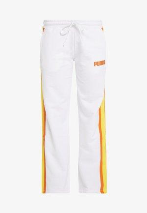 PERFORMANCE PANTS - Teplákové kalhoty - white
