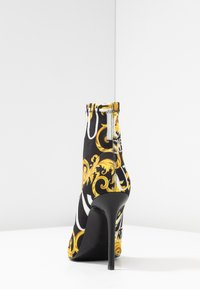 Versace Jeans Couture - Højhælede støvletter - multicolor - 5