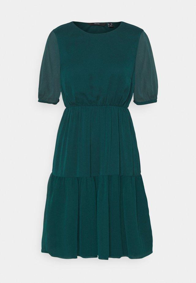 VMKEMILLA DRESS PETITE - Hverdagskjoler - sea moss