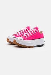Converse - RUN STAR HIKE PLATFORM UNISEX - Zapatillas - hyper pink/white - 1