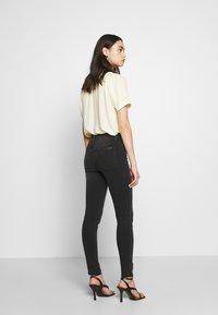 Joe's Jeans - THE CHARLIE ANKLE HAYWARD - Jeans Skinny Fit - black Denim - 2