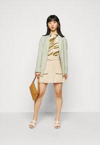 Dorothy Perkins Petite - WASHED WRAP JACKET - Summer jacket - green - 1