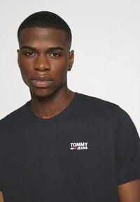 Tommy Jeans - REGULAR CORP LOGO CNECK - Basic T-shirt - black - 4