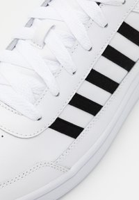 K-SWISS - COURT CHASSEUR - Trainers - white/black - 5