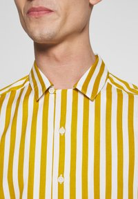 Only & Sons - ONSWAYNE LIFE - Shirt - golden spice - 5