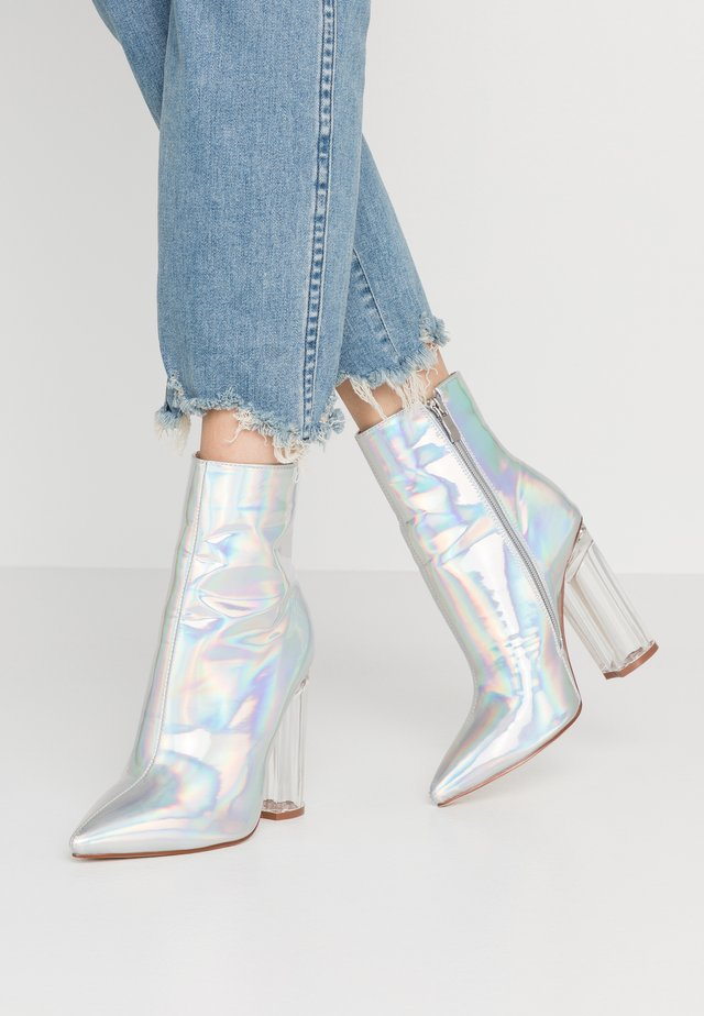 ELLIA - Kotníková obuv na vysokém podpatku - silver