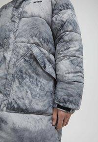 PULL&BEAR - Zimní kabát - mottled light grey - 4