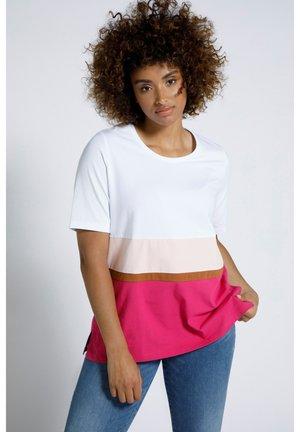 GROSSE GRÖSSEN COLORBLOCKING RUNDHALS - Print T-shirt - magentapink