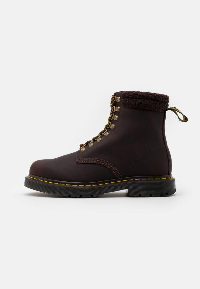 1460 COLLAR UNISEX - Botines con cordones - cocoa/dark brown