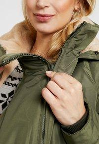 LOVE2WAIT - DOUBLE ZIPPER PADDED PIPING - Płaszcz zimowy - green - 4