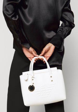 ROBERTATOTE BAG - Handbag - bianco