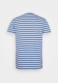 Mads Nørgaard - MIDI THOR - T-shirt imprimé - white riverside - 1