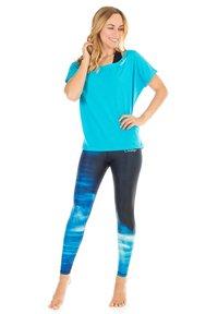 Winshape - MCT002 ULTRA LIGHT - Print T-shirt - sky blue - 1