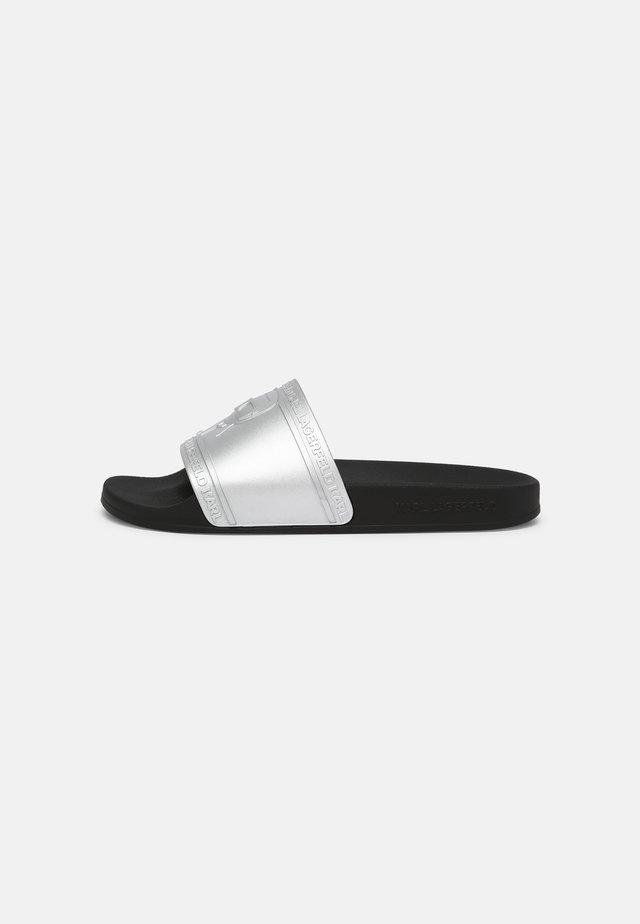 KONDO KARL IKONIC RELIEF - Pantofle - silver