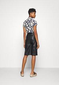 Soaked in Luxury - KAYLEE - Shorts - black - 2