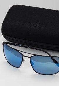 Arnette - MABONENG - Sluneční brýle - black rubber - 2