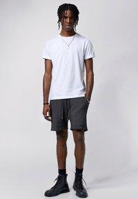 Tigha - Shorts - vintage grey - 1