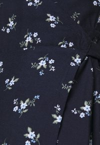 Hollister Co. - SPRING FLOATER WRAP DRESS - Day dress - navy floral - 5