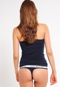 Tommy Hilfiger - THONG ICONIC - Thong - blue - 2