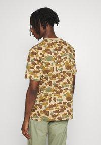Quiksilver - PACIFICCAMOSSTE - Print T-shirt - light brown/khaki - 2