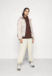 Tommy Jeans - Dunjakke - soft beige - 1