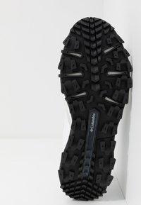Columbia - IVO TRAIL BREEZE - Zapatillas de senderismo - white/black - 4