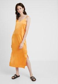 Missguided Tall - CAMI SLIP MIDI DRESS - Robe d'été - orange - 0