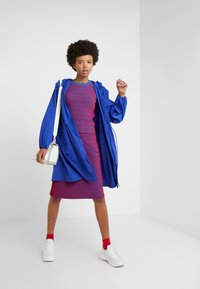 Opening Ceremony - SQUIGGLE SKIRT - A-line skirt - cobalt/cranberry - 1