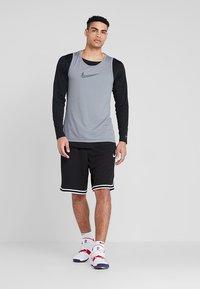 Nike Performance - CROSSOVER - Tekninen urheilupaita - grey - 1