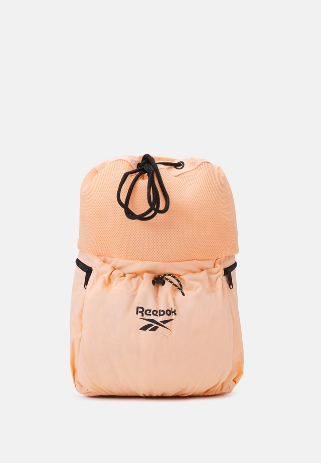 SUMMER RETREAT SACK UNISEX - Batoh - aura orange