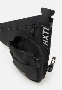 HXTN Supply - PRIME HOLSTER UNISEX - Taška spříčným popruhem - black - 2