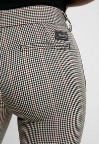 Herrlicher - LOVELY POLY STRIPE CHECK - Kalhoty - beige - 5