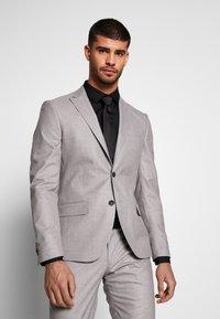 Bertoni - DREJER JEPSEN SUIT - Suit - light grey - 2