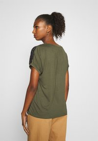 b.young - PANYA LEO - Blouse - olive night - 2