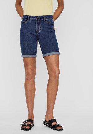 SHORTS VMSEVEN NORMAL WAIST - Denim shorts - medium blue denim