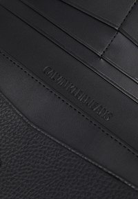 Calvin Klein - LONGFOLD - Lommebok - black - 5