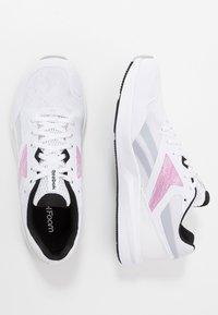 Reebok - RUNNER 4.0 - Neutrální běžecké boty - white/black/jasmin pink - 1