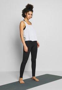 Nike Performance - YOGA LUXE TANK - Funktionstrøjer - aura/platinum tint - 1