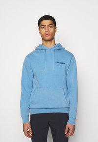 Han Kjøbenhavn - CASUAL HOODIE - Sweatshirt - faded blue - 0
